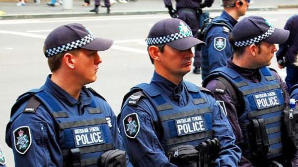 فيديو: لحظة إخضاع الشرطة الأسترالية لمسلح يحاصر مركز تجاري